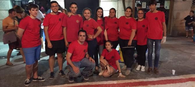 El Grupo Joven participó en el montaje de la alfombra para el Corpus